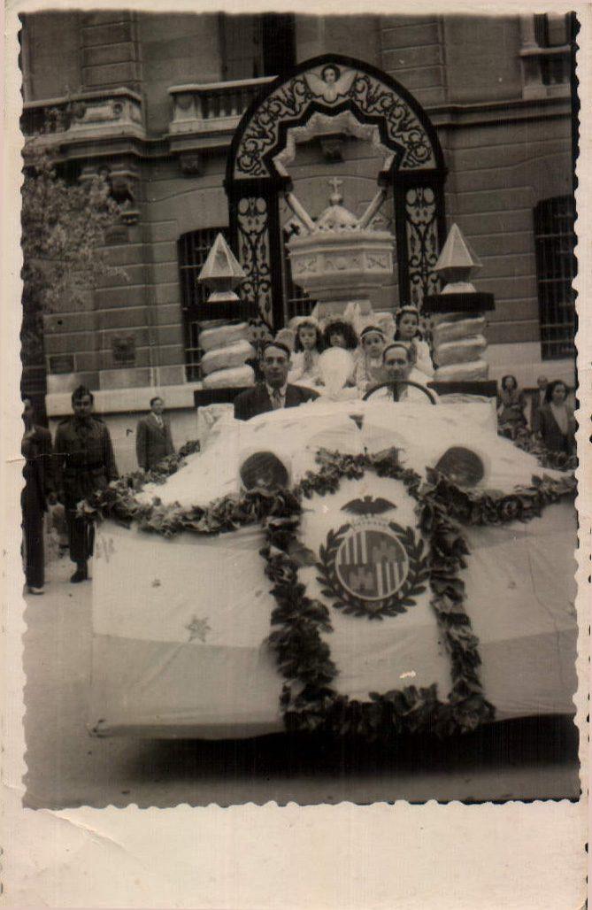 PRIMERA CARROSSA EN COMMEMORACIO DEL PARE SERRA - 1951