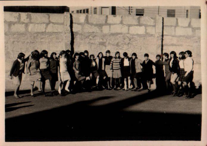 EN EL PATIO DEL COLEGIO - 1965