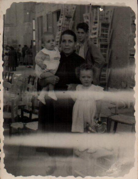 FAMILIARS - 1951