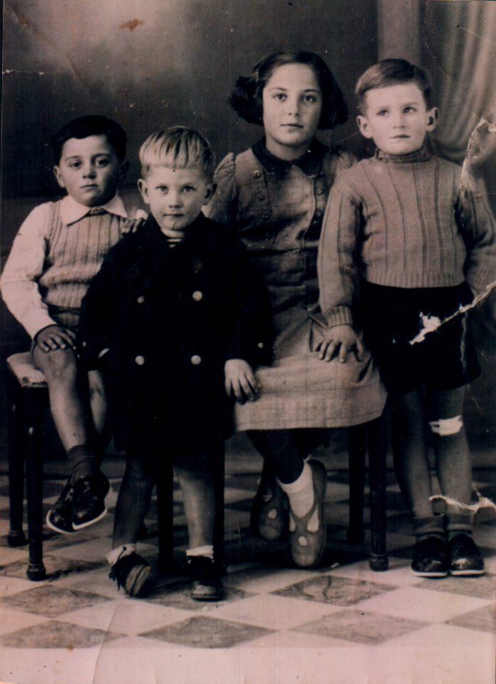 PRIMOS Y HERMANOS - 1945