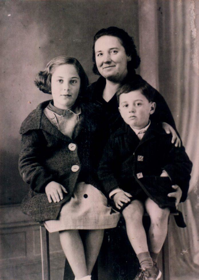 MADRE E HIJOS - 1941