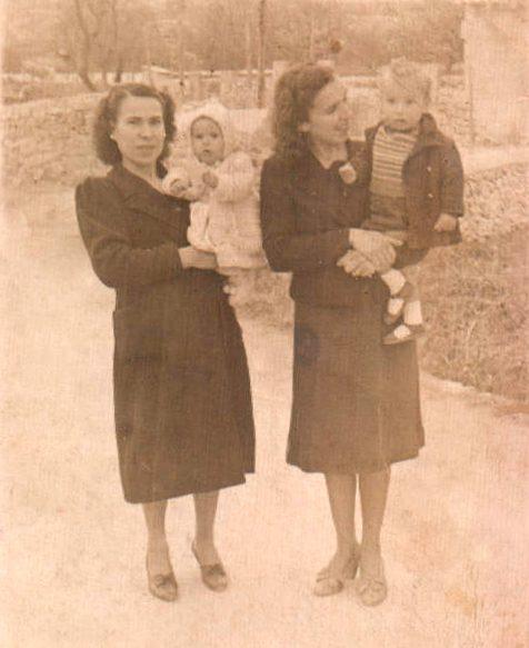 Hermanas con sus hijos – 1941