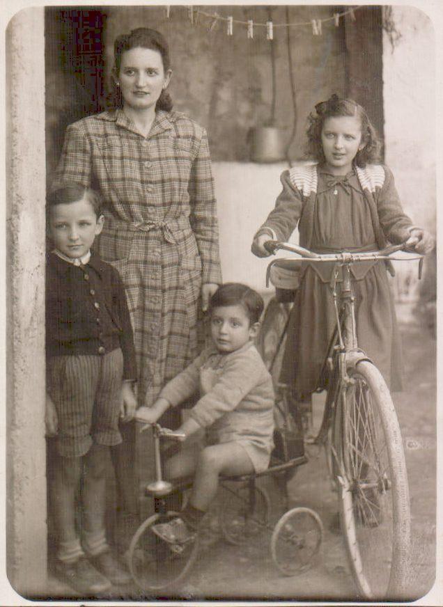 MARE I GERMANS EN BICICLETA - 1945