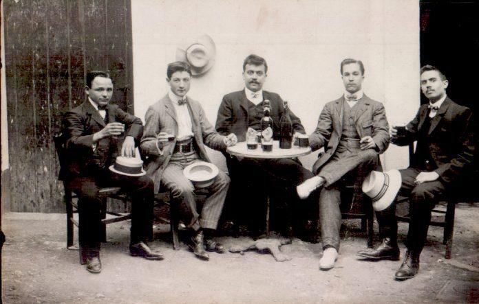 GRUP SENYORS A UN CAFE - 1921