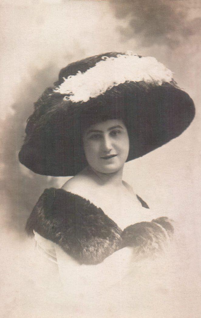 RETRATO MUJER - 1906