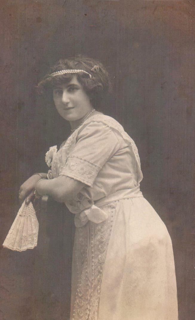 RETRATO MUJER - 1920