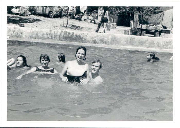 En la piscina en Bunyola – 1970