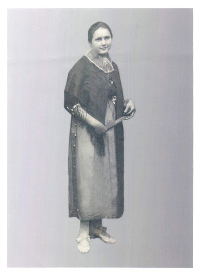 RETRATO MUJER VESTIDA DE PAYESA - 1925