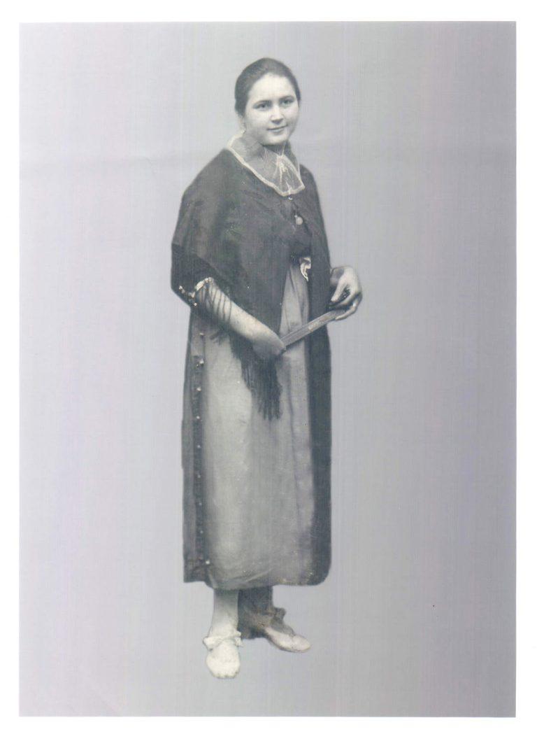 Mujer vestida de payesa – 1925
