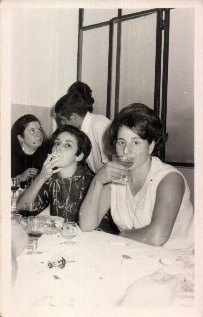 DISFRUTANDO DEL CONVITE - 1970
