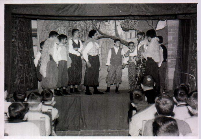 FESTA ECOLAR TEATRE - 1956