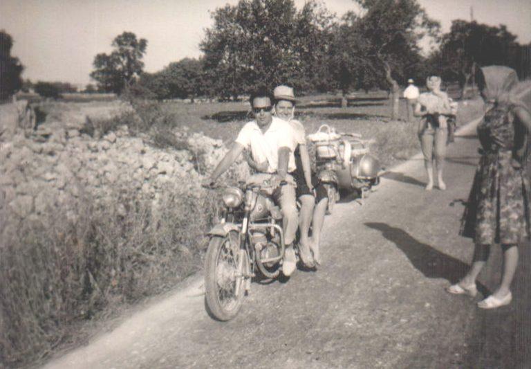 Pedro en moto – 1953