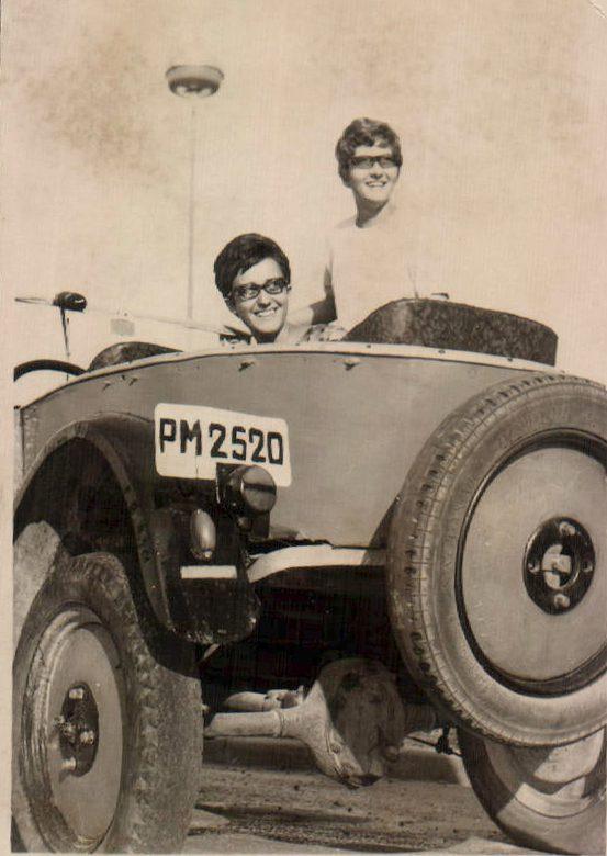 DOS CHICAS EN COCHE - 1962