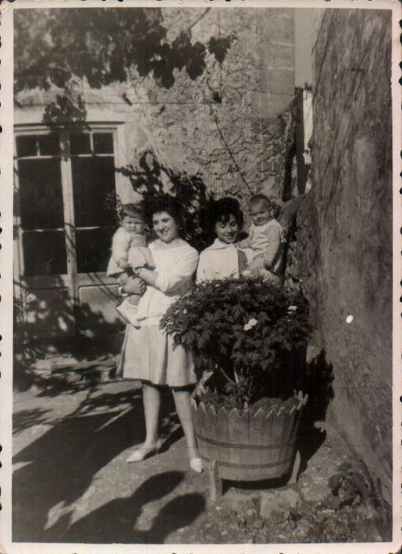 MI MADRE CON MI HERMANO - 1960
