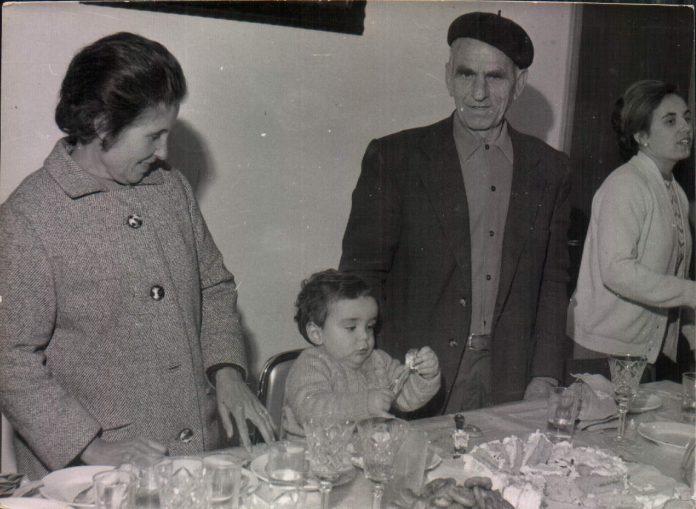 ABUELOS CON EL NIETO - 1968