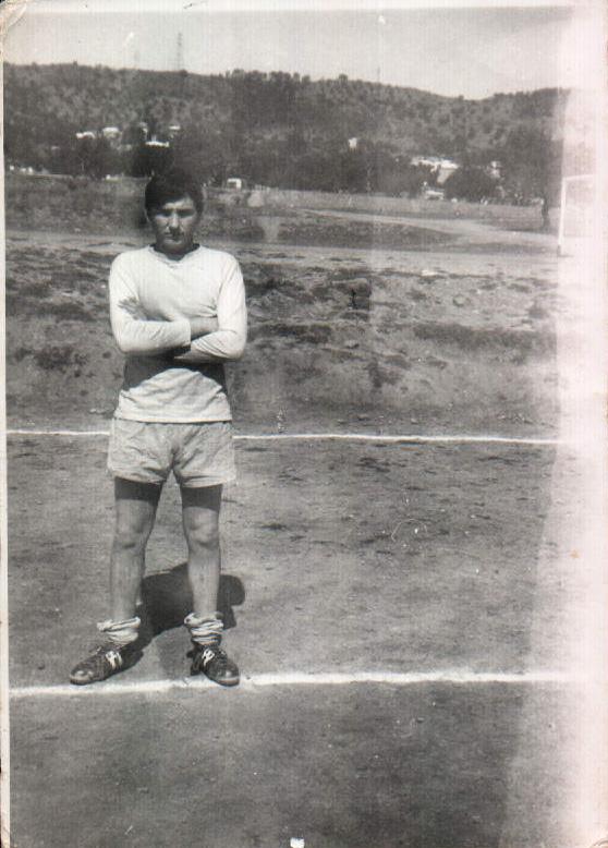 JUGANDO FUTBOL - 1945