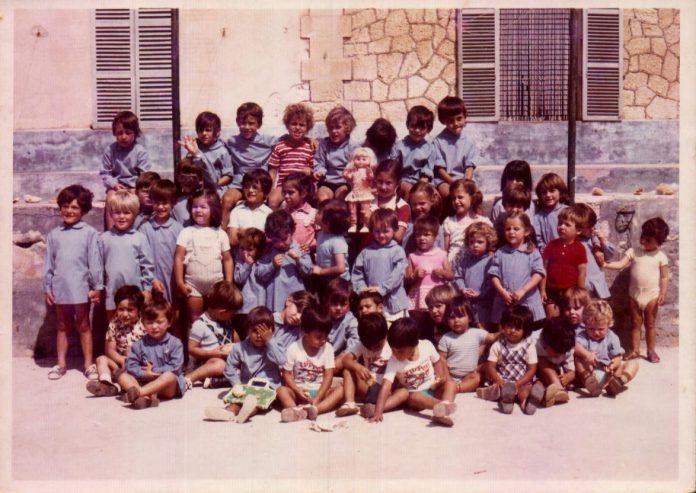 GRUP DE NINS A CA SES MONGES - 1972