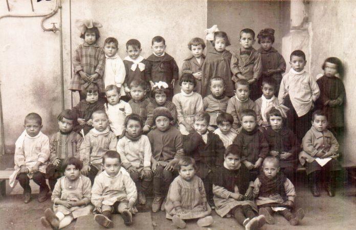 NIÑOS POSTGUERRA CAMPAMENTOS - 1940
