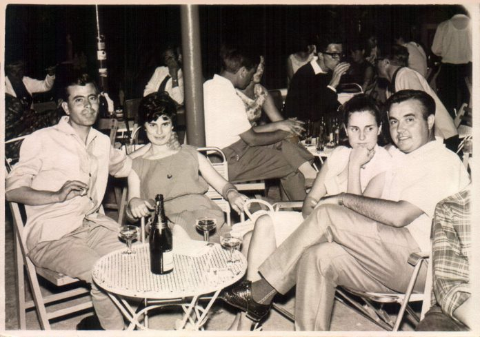 DESPRES DE SOPAR PRENENT UNA COPA - 1960
