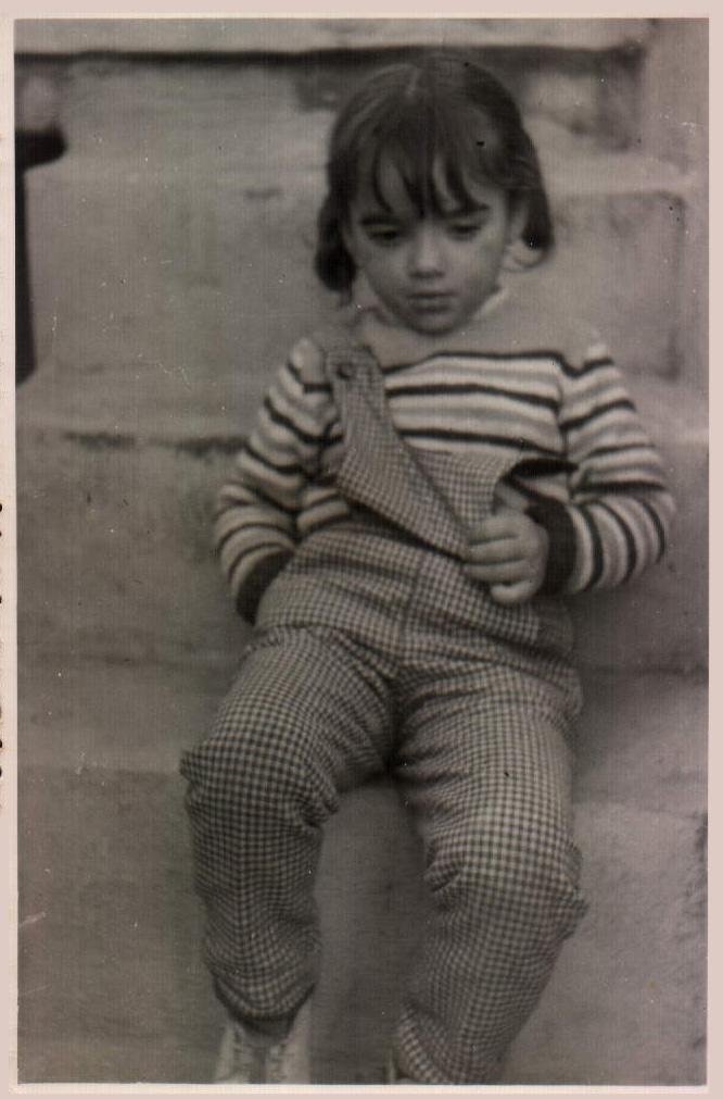 NIÑA EN ESCALERA - 1963