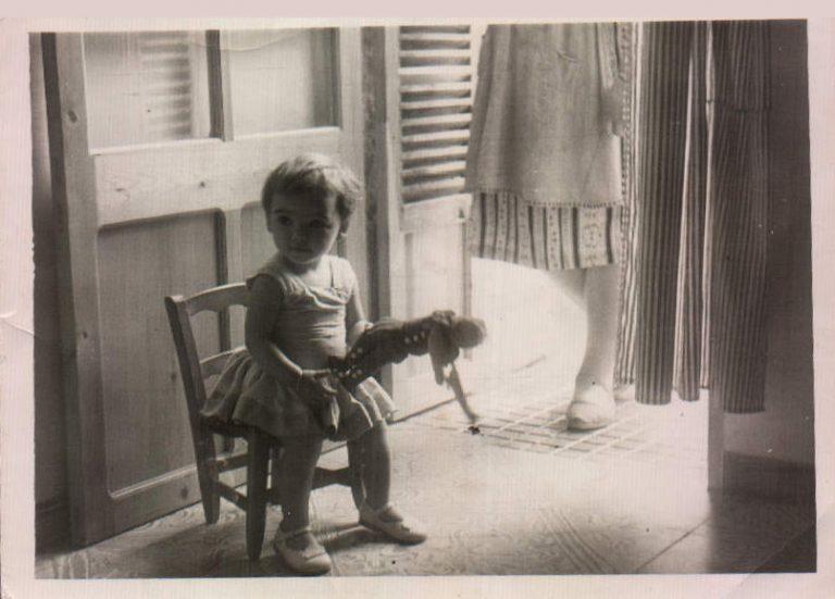 Niña sentada – 1979