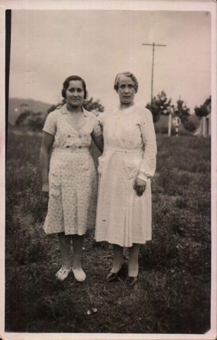 HERMANAS - 1935
