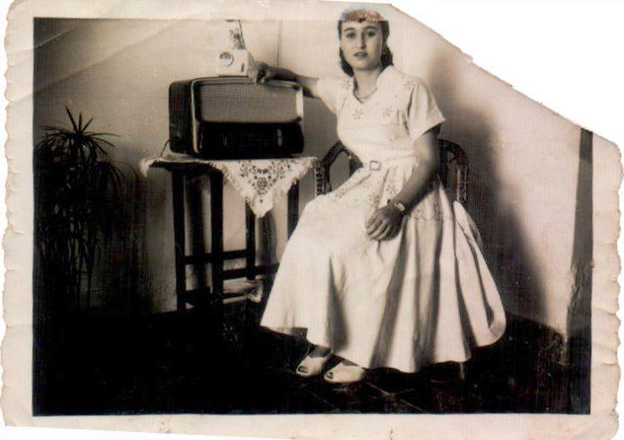 DONA AMB TRANSISTOR - 1950