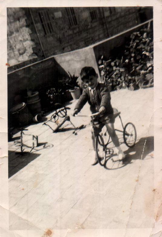 NIÑO CON BIBICLETA - 1974