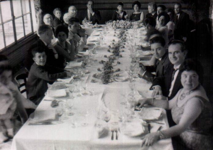 CELEBRACION CON FAMILIA - 1958