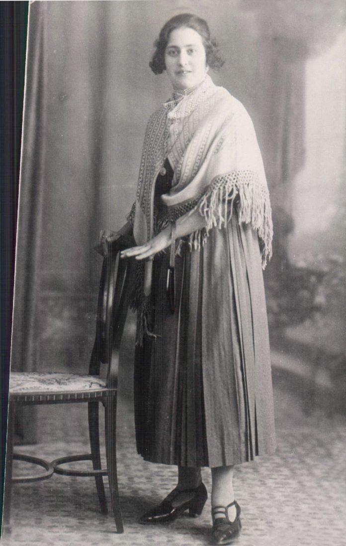 MUJER - 1919