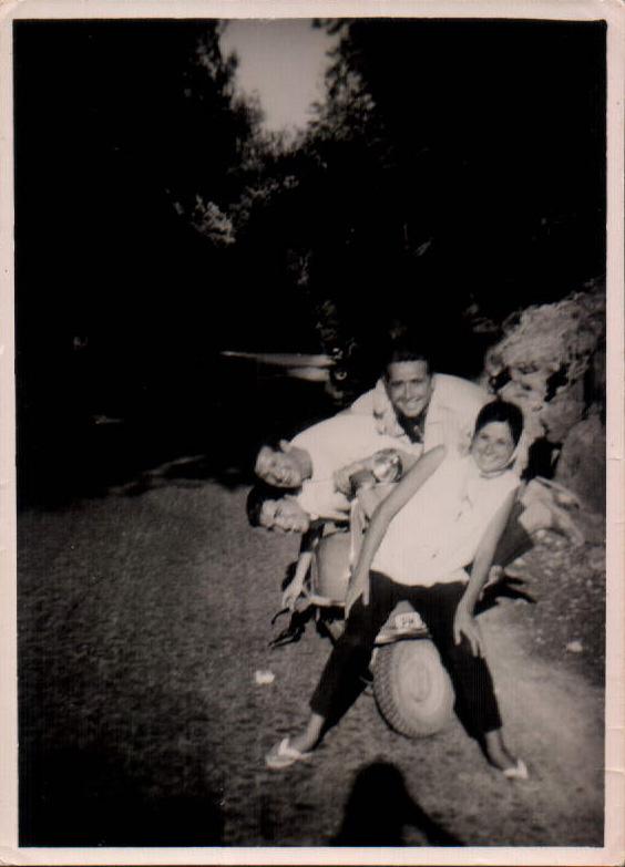 CAMINO CON VESPA - 1964