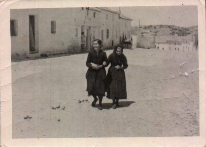 ABUELA Y TIA - 1950