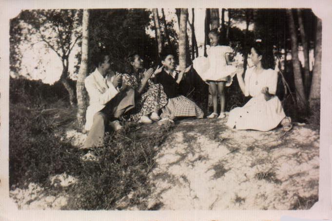 FAMILIA POR EL CAMPO - 1944