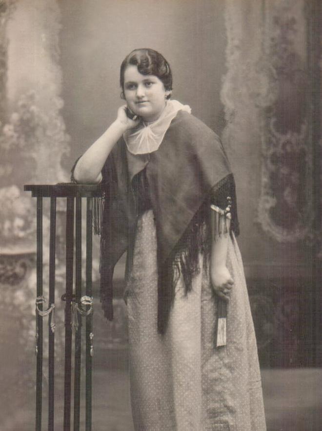 Dona vestida de pagesa (Teresa Morlà)1927