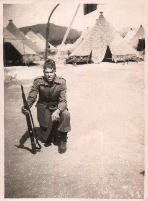 MILITAR CON FUSIL - 1958