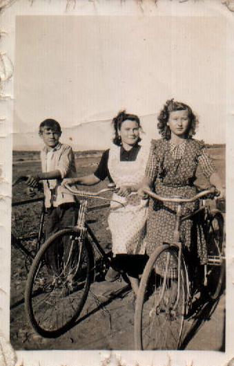 FAMILIARS - 1960