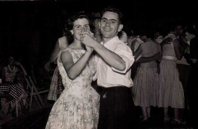 FOTO DE MIS TIOS - 1950