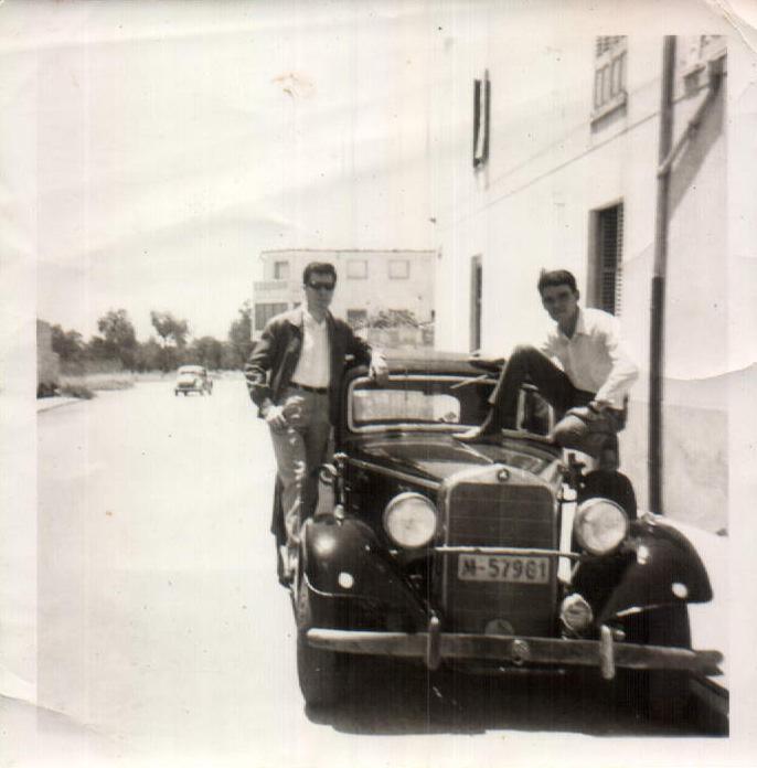 EN EL COCHE CON UN AMIGO - 1965