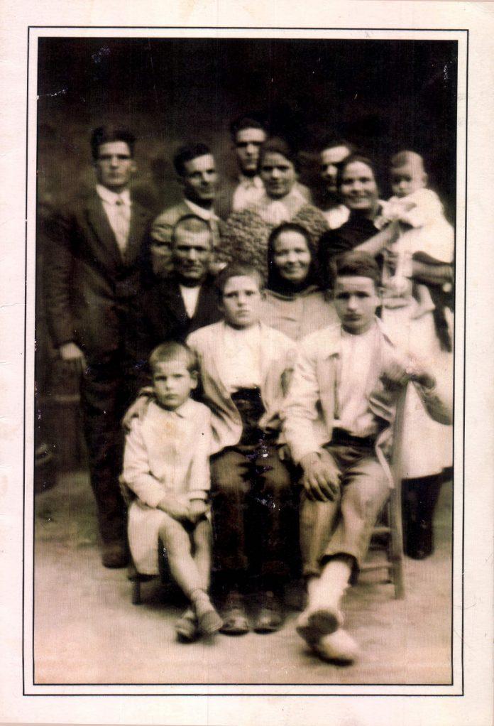 FAMILIA CON NIÑOS - 1930