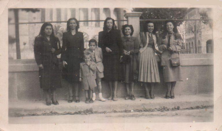 Salida de misa los domingos – 1949