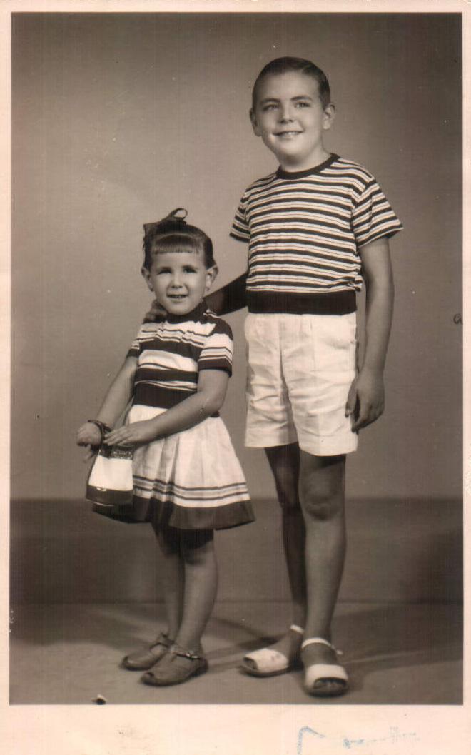 FOTO FAMILIAR (DOS HERMANOS) - 1955