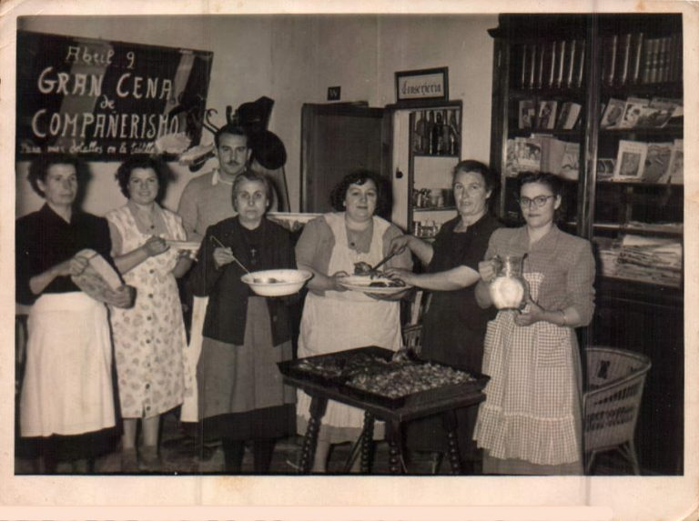 Fiesta primera comunión hijo – 1952