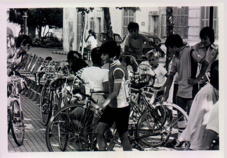 Nins a la volta ciclista, festes de Sant Victorià – 1980