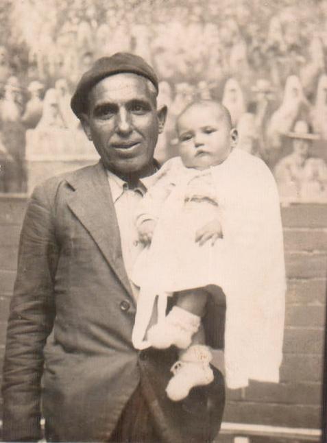 Padre con bebé – 1944