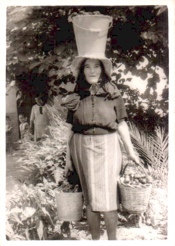 PAYESA CON CESTAS HIGOS - 1923