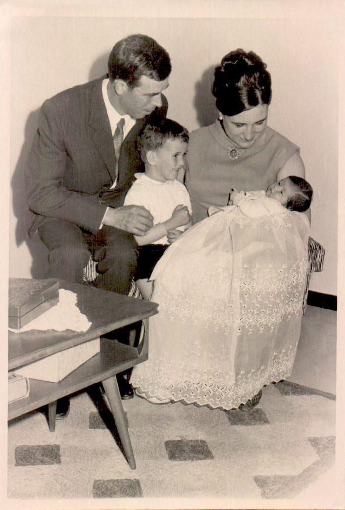 RETRATO - FAMILIA CON RECIEN NACIDO - 1976