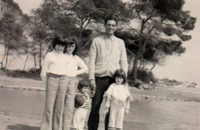 FAMILIA - (PADRE CON CUATRO HIJAS) - 1972