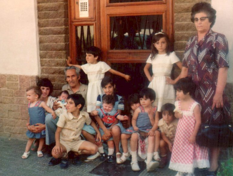 Comunión, con todos los nietos (Valencia) 1975