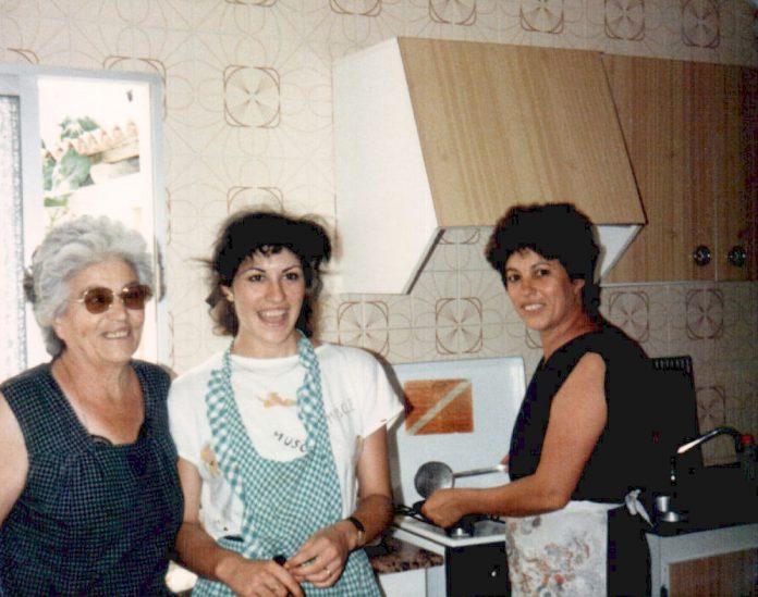PREPARANDO PAELLA - 1980
