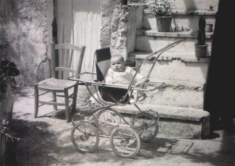 Bebé en carrito – 1963